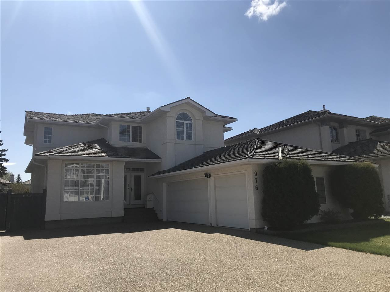 Main Photo: 976 Wallbridge Place NW in Edmonton: Zone 22 House for sale : MLS®# E4197060