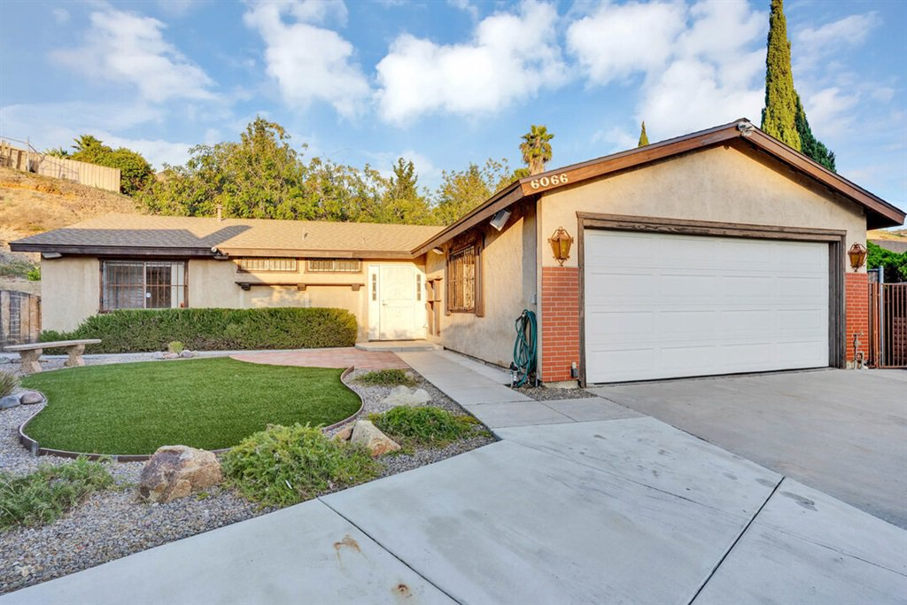 Main Photo: PARADISE HILLS House for sale : 5 bedrooms : 6066 Reo Pl in San Diego
