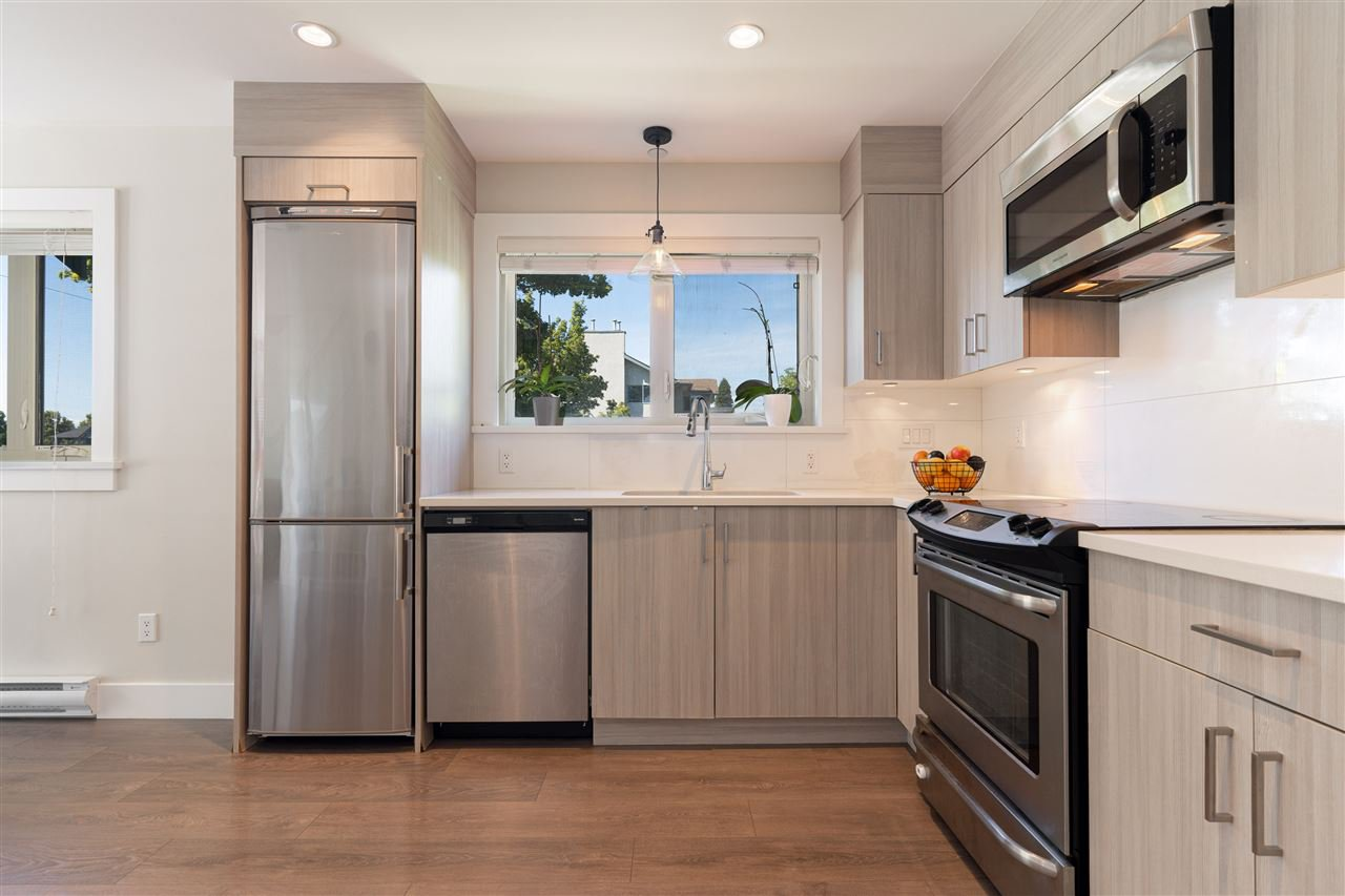 Main Photo: 6008 PRINCE EDWARD Street in Vancouver: South Vancouver Townhouse for sale (Vancouver East)  : MLS®# R2499447