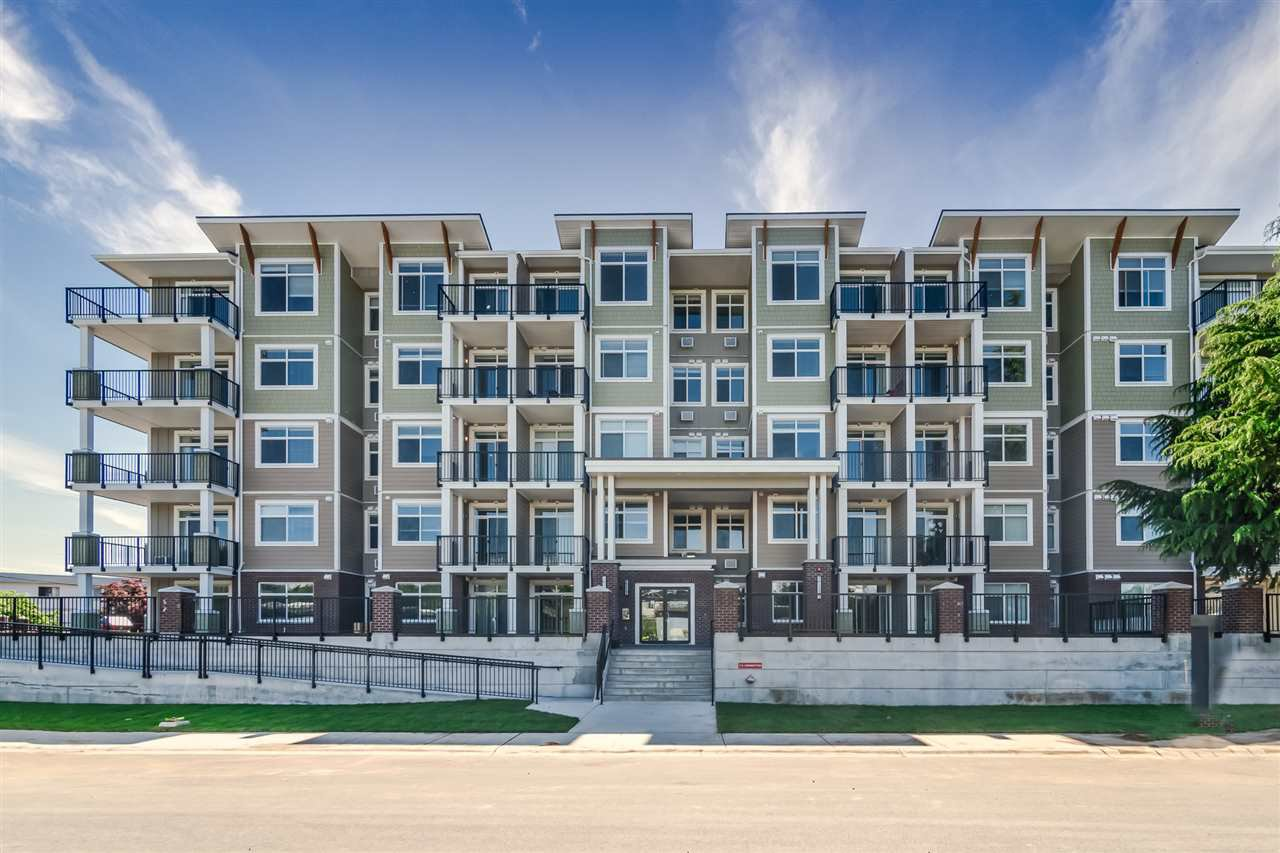 """Main Photo: 201 20696 EASTLEIGH Crescent in Langley: Langley City Condo for sale in """"The Georgia"""" : MLS®# R2502014"""