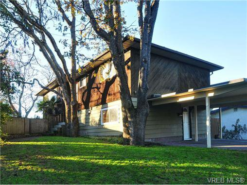 Main Photo: 2500 Cedar Hill Road in VICTORIA: Vi Oaklands Single Family Detached for sale (Victoria)  : MLS®# 344186