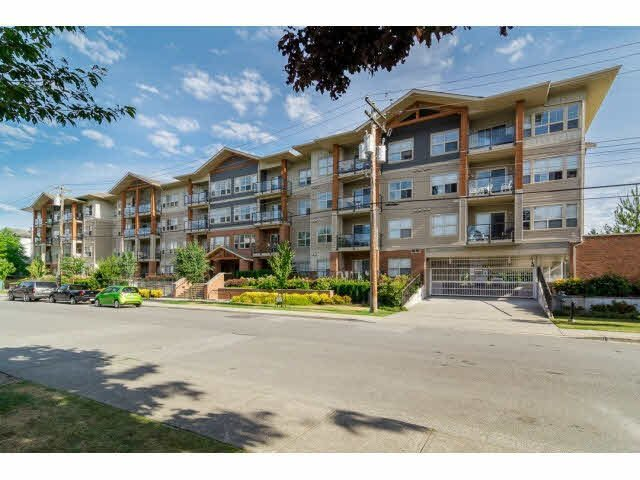 "Main Photo: 404 20219 54A Avenue in Langley: Langley City Condo for sale in ""Suede"" : MLS®# F1444287"