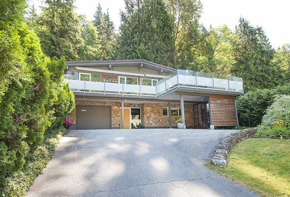 Main Photo: 1992 PARKSIDE Lane in North Vancouver: Deep Cove House for sale : MLS®# R2075082