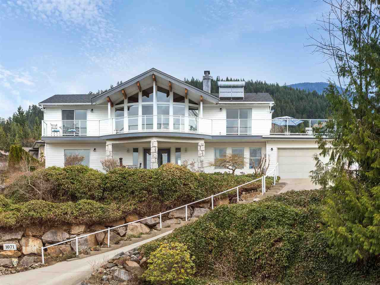 "Main Photo: 1071 GLACIER VIEW Drive in Squamish: Garibaldi Highlands House for sale in ""Garibaldi Highlands"" : MLS®# R2153078"