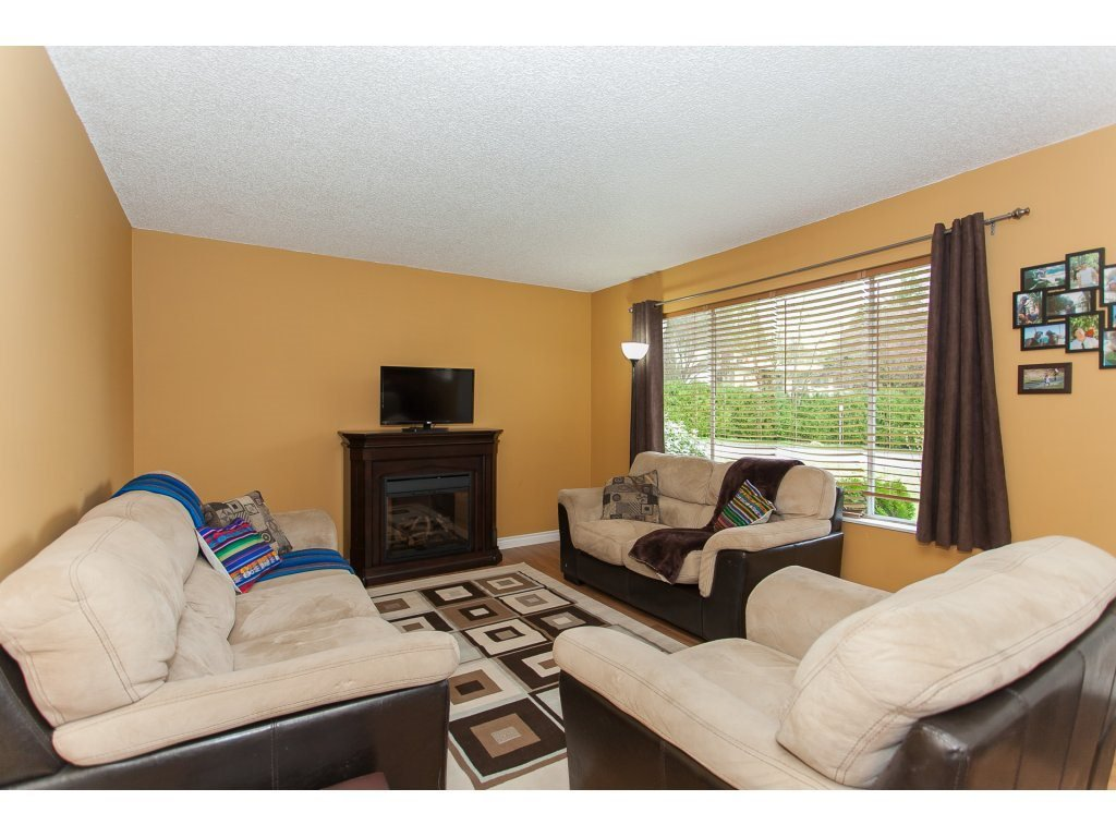 Photo 4: Photos: 8183 PHILBERT Street in Mission: Mission BC House for sale : MLS®# R2153124