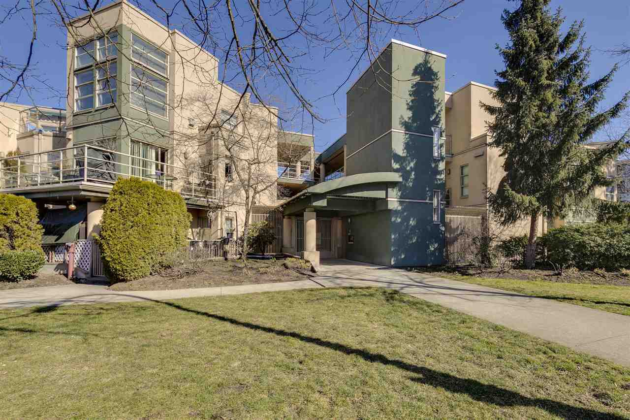 """Photo 1: Photos: 106 22277 122 Avenue in Maple Ridge: West Central Condo for sale in """"THE GARDENS"""" : MLS®# R2348974"""