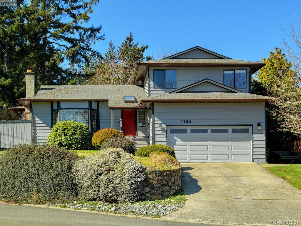 Main Photo: 1135 McBriar Ave in VICTORIA: SE Lake Hill Single Family Detached for sale (Saanich East)  : MLS®# 809509