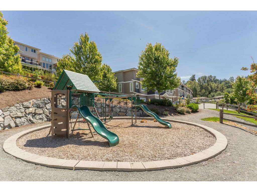 "Photo 17: Photos: 13 34230 ELMWOOD Drive in Abbotsford: Central Abbotsford Townhouse for sale in ""Ten Oaks"" : MLS®# R2378852"