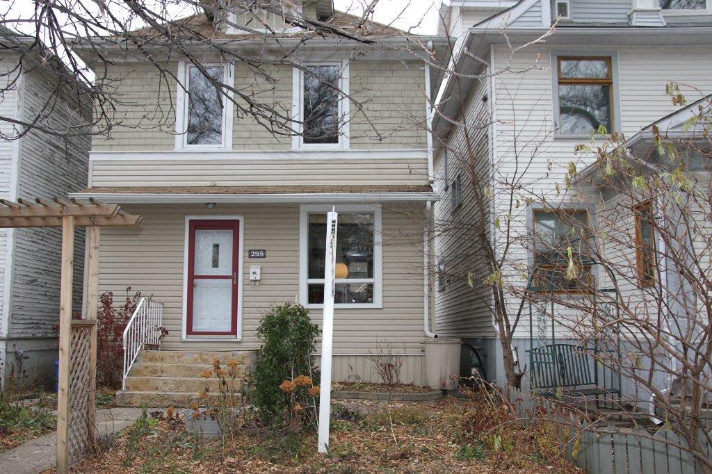 Main Photo: 295 Aubrey Street in Winnipeg: West End / Wolseley Residential for sale (West Winnipeg)  : MLS®# 1222577
