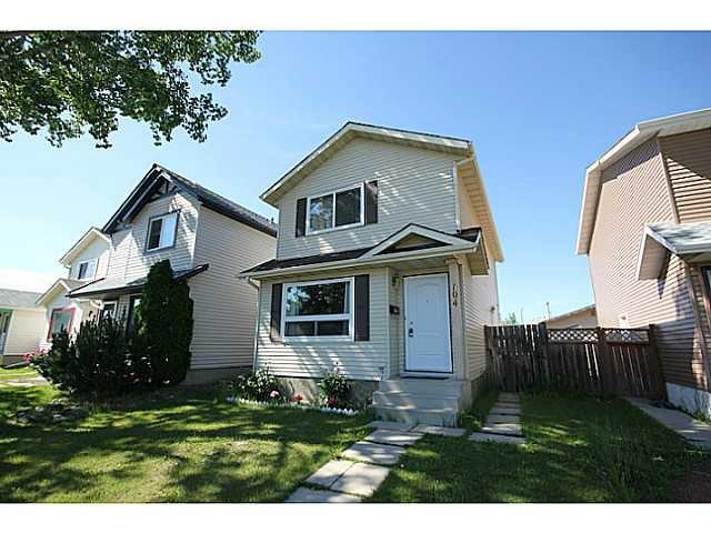 Main Photo: 104 CASTLEBROOK Road NE in CALGARY: Castleridge Residential Detached Single Family for sale (Calgary)  : MLS®# C3609521