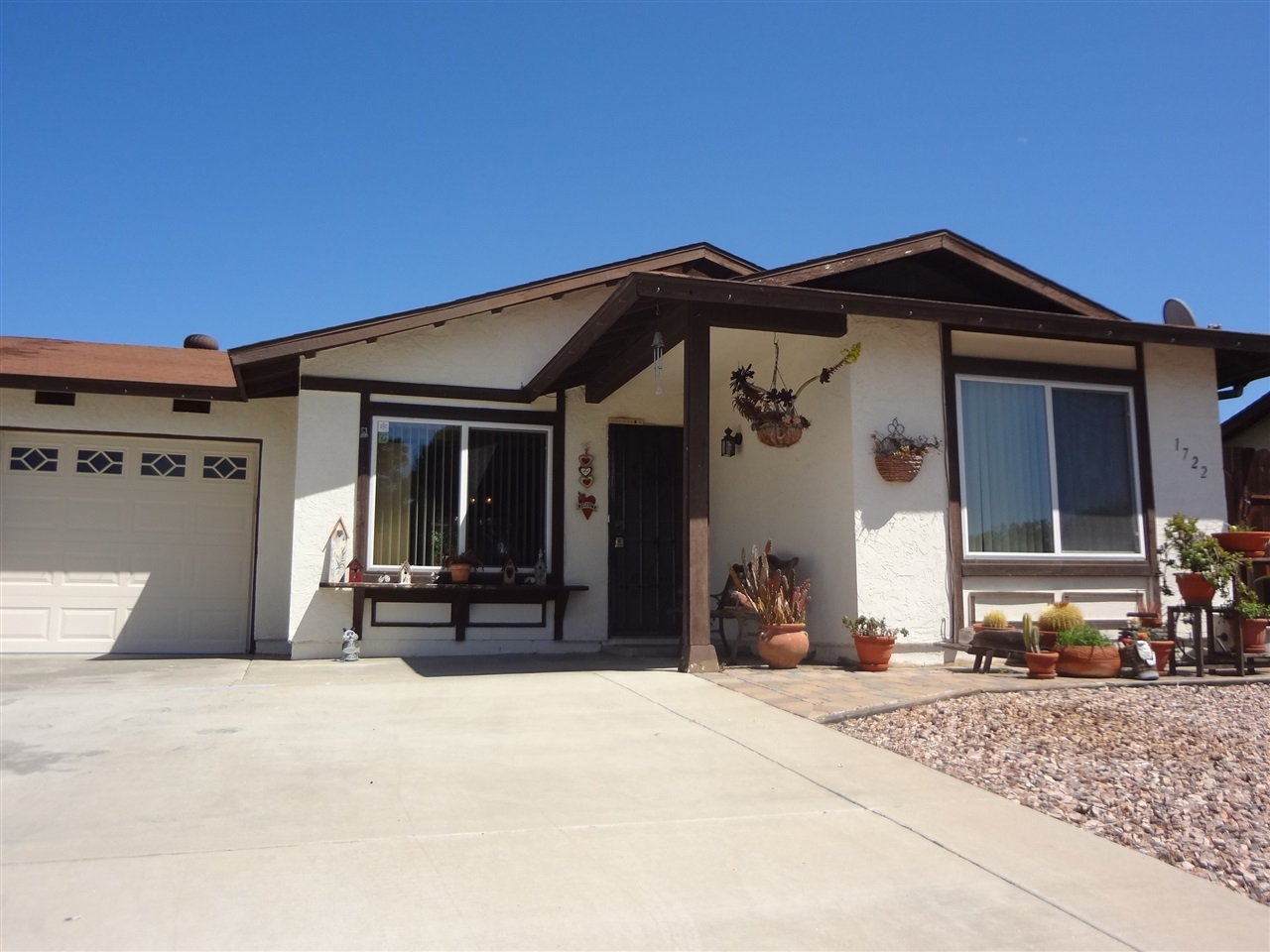 Main Photo: OCEANSIDE Twinhome for sale : 2 bedrooms : 1722 Lemon Heights Drive