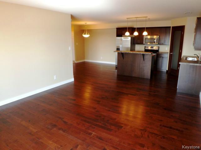 Photo 4: Photos: 700 Allegheny Drive in WINNIPEG: Fort Garry / Whyte Ridge / St Norbert Condominium for sale (South Winnipeg)  : MLS®# 1509268