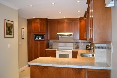 """Photo 4: Photos: 3457 AMBERLY Place in Vancouver: Champlain Heights Townhouse for sale in """"TIFFANY RIDGE"""" (Vancouver East)  : MLS®# R2041726"""