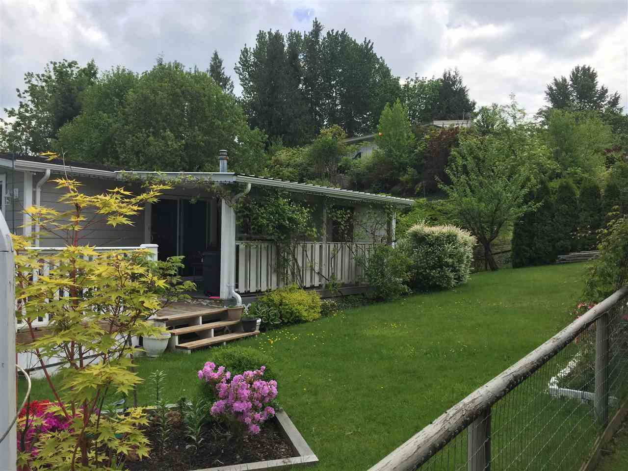 """Main Photo: 1 3300 HORN Street in Abbotsford: Central Abbotsford Manufactured Home for sale in """"Georgian Park"""" : MLS®# R2168217"""