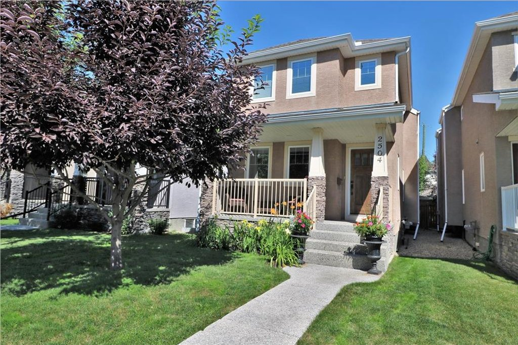 Main Photo: 2504 17A Street NW in Calgary: Capitol Hill House for sale : MLS®# C4130997