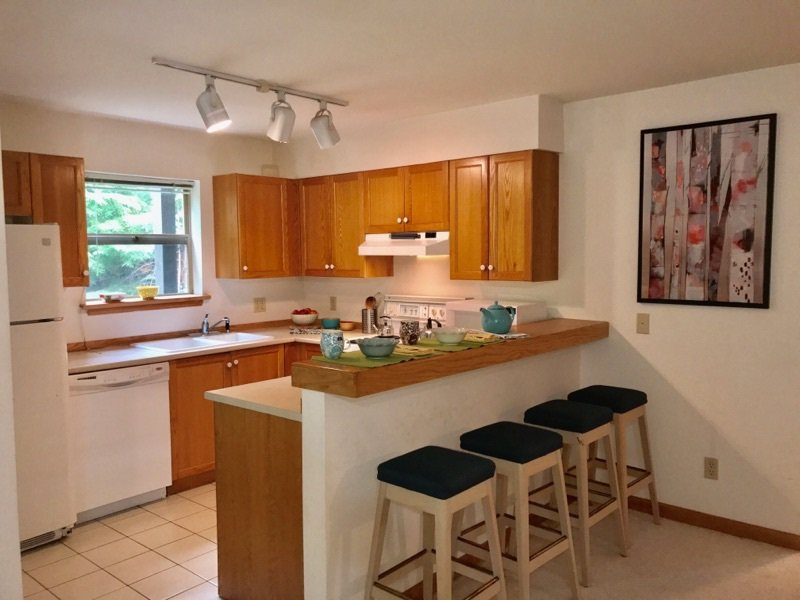 "Main Photo: 1202 3050 HILLCREST Drive in Whistler: Alta Vista Townhouse for sale in ""ALTA VISTA POINTE"" : MLS®# R2203330"