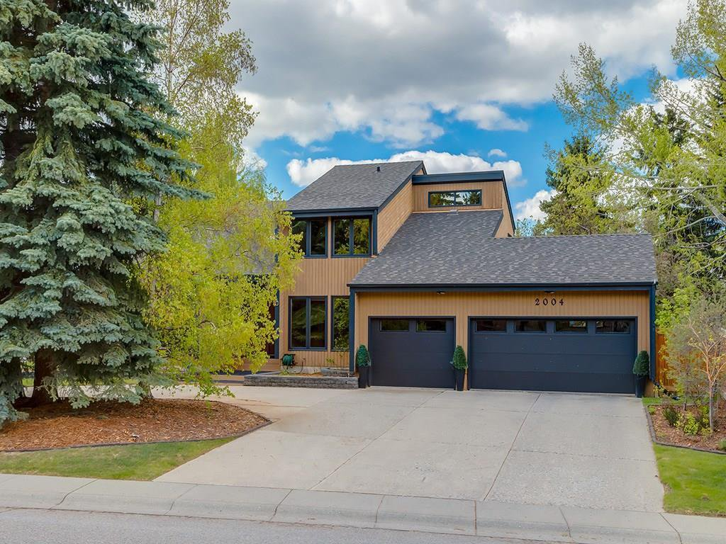 Main Photo: 2002 PUMP HILL Way SW in Calgary: Pump Hill Detached for sale : MLS®# C4204077