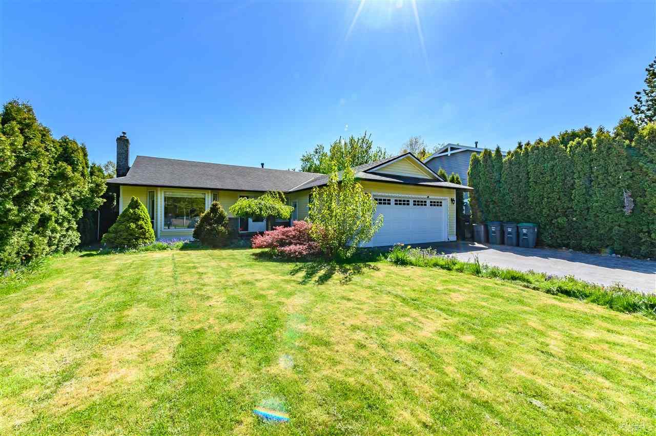Main Photo: 14218 18A Avenue in Surrey: Sunnyside Park Surrey House for sale (South Surrey White Rock)  : MLS®# R2430110