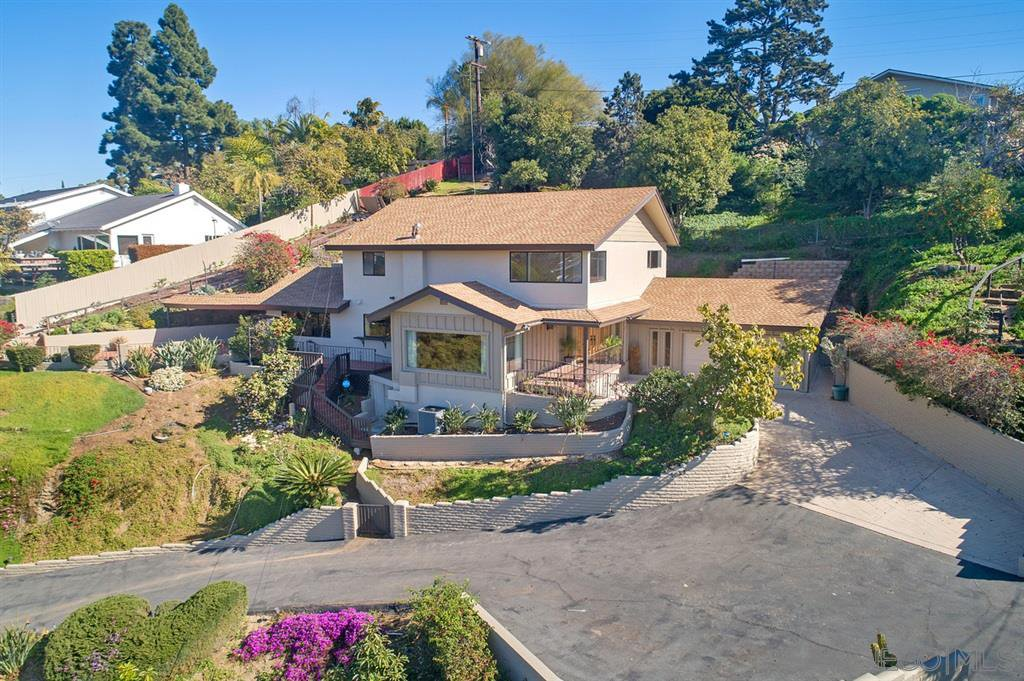 Main Photo: MOUNT HELIX House for sale : 5 bedrooms : 9833 Edgar Pl in La Mesa