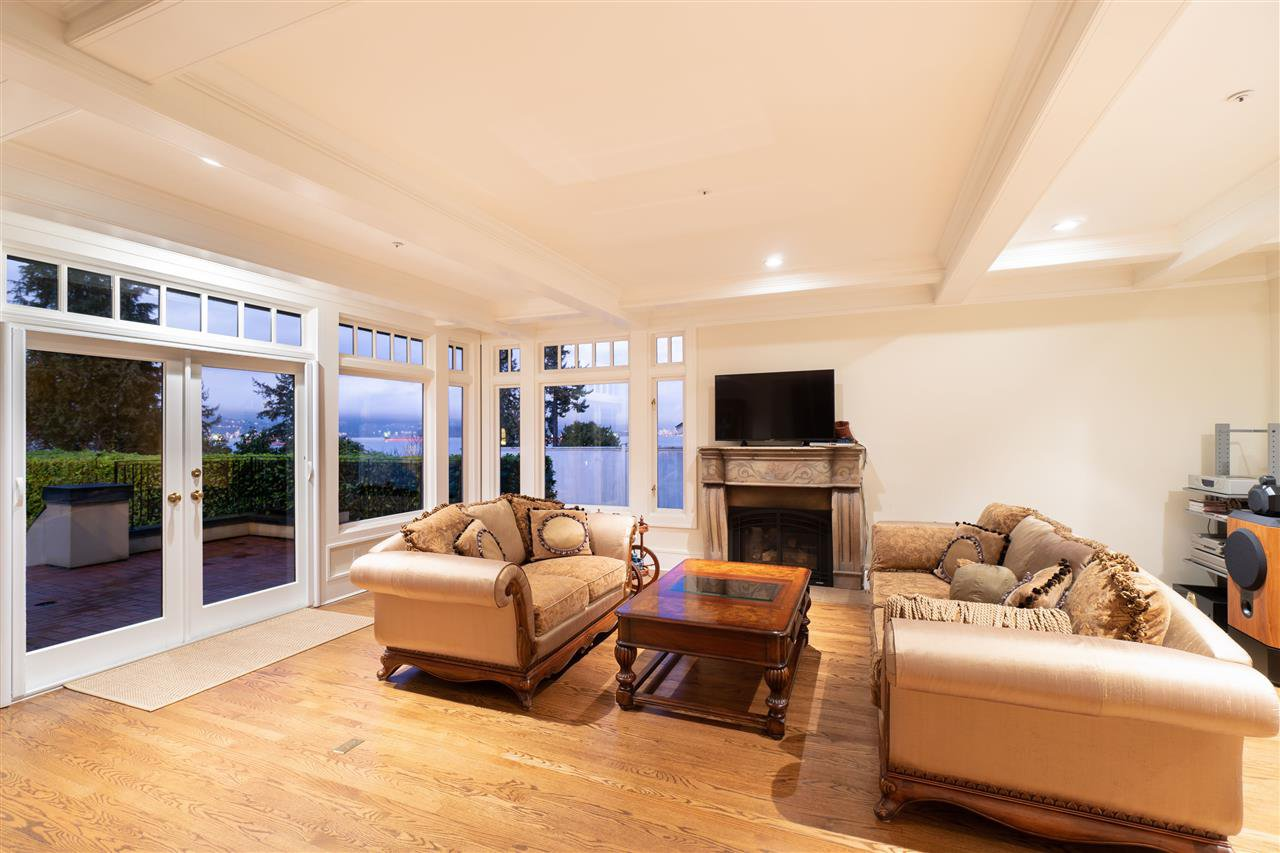 Photo 5: Photos: 4677 SIMPSON Avenue in Vancouver: Point Grey House for sale (Vancouver West)  : MLS®# R2481019