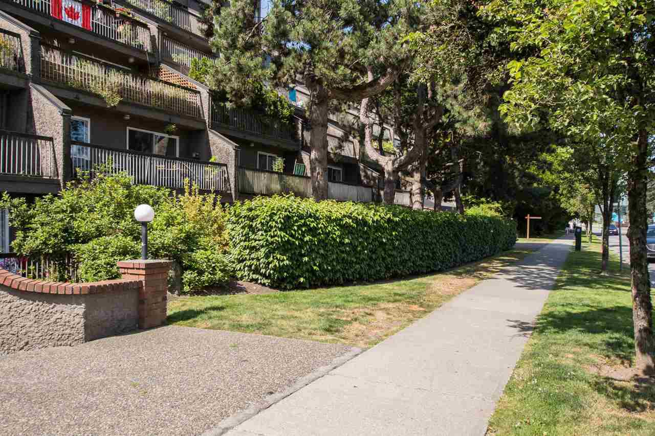 Photo 3: Photos: 718 774 GREAT NORTHERN Way in Vancouver: Mount Pleasant VE Condo for sale (Vancouver East)  : MLS®# R2510301