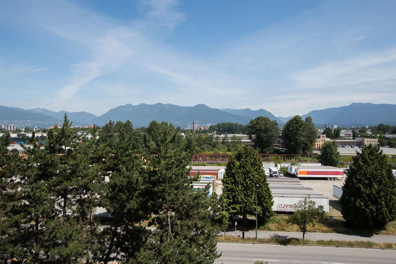 Photo 1: Photos: 718 774 GREAT NORTHERN Way in Vancouver: Mount Pleasant VE Condo for sale (Vancouver East)  : MLS®# R2510301