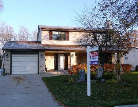 Main Photo: 35 Tracy Cres.: Residential for sale (St. Vital)  : MLS®# 2820043
