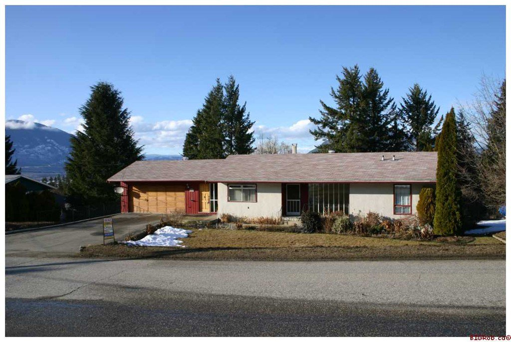 Main Photo: 1881 SE 2nd Avenue in Salmon Arm: SE Hillcrest Residential Detached for sale : MLS®# 10043481