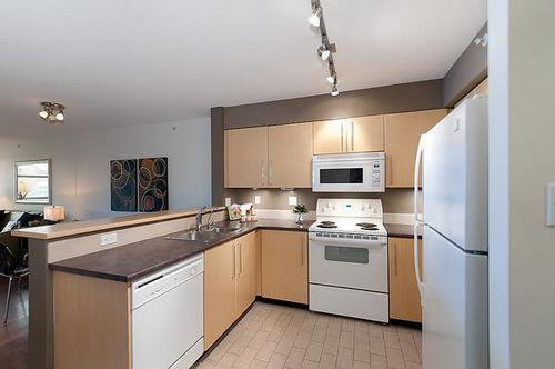 Photo 4: Photos: 322 2768 CRANBERRY Drive in Vancouver West: Kitsilano Home for sale ()  : MLS®# V940896
