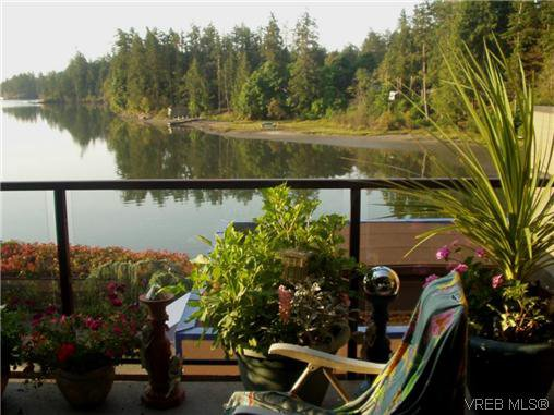 Main Photo: 207 485 Island Hwy in VICTORIA: VR Six Mile Condo Apartment for sale (View Royal)  : MLS®# 702261