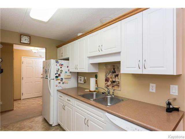 Photo 7: Photos: 93 Swindon Way in Winnipeg: River Heights / Tuxedo / Linden Woods Condominium for sale (South Winnipeg)  : MLS®# 1611920