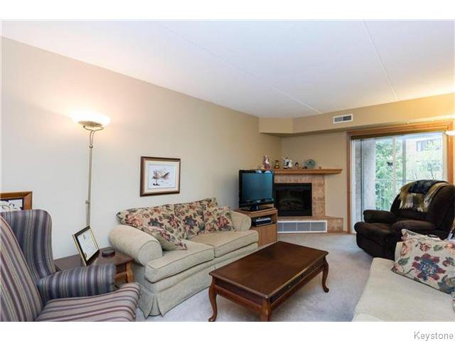 Photo 4: Photos: 93 Swindon Way in Winnipeg: River Heights / Tuxedo / Linden Woods Condominium for sale (South Winnipeg)  : MLS®# 1611920