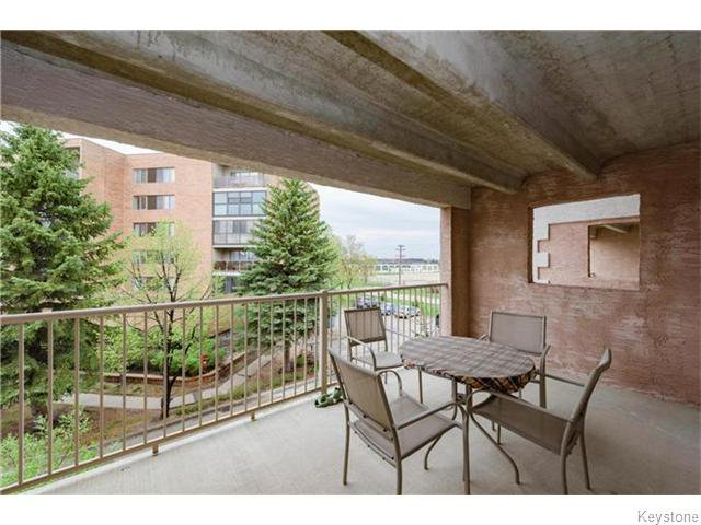 Photo 3: Photos: 93 Swindon Way in Winnipeg: River Heights / Tuxedo / Linden Woods Condominium for sale (South Winnipeg)  : MLS®# 1611920