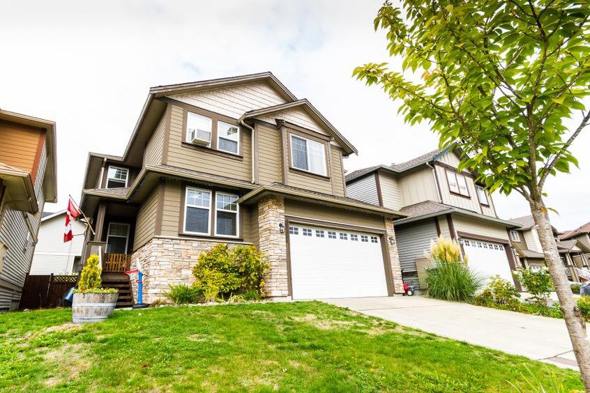 "Main Photo: 23350 GRIFFEN Road in Maple Ridge: Cottonwood MR House for sale in ""VILLAGE AT KANAKA"" : MLS®# R2115335"