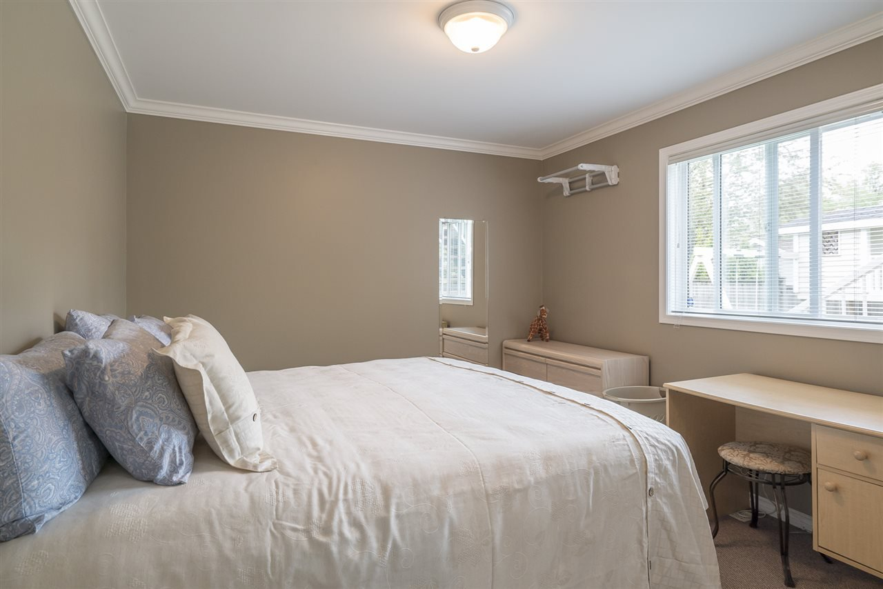 """Photo 18: Photos: 26942 24A Avenue in Langley: Aldergrove Langley House for sale in """"South Aldergrove"""" : MLS®# R2165320"""