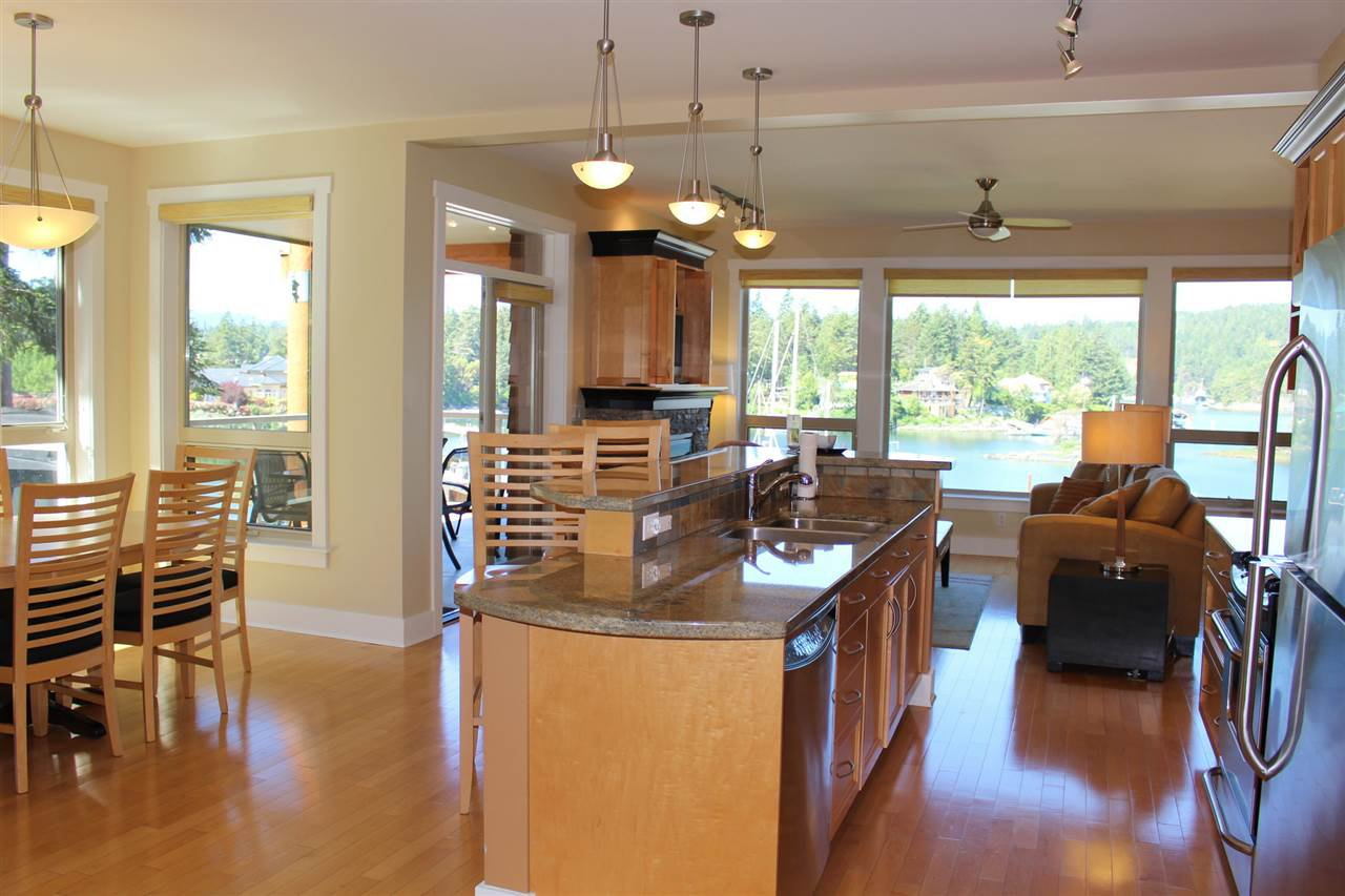"Photo 4: Photos: 18C 12849 LAGOON Road in Pender Harbour: Pender Harbour Egmont Townhouse for sale in ""PAINTED BOAT RESORT"" (Sunshine Coast)  : MLS®# R2179381"
