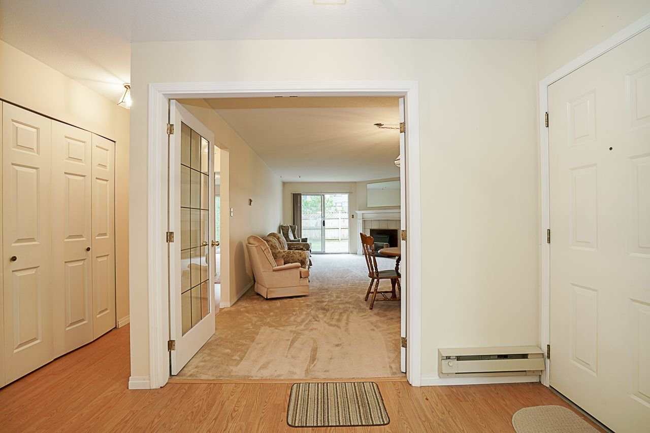 "Photo 3: Photos: 107 5641 201 Street in Langley: Langley City Townhouse for sale in ""Huntington"" : MLS®# R2222255"