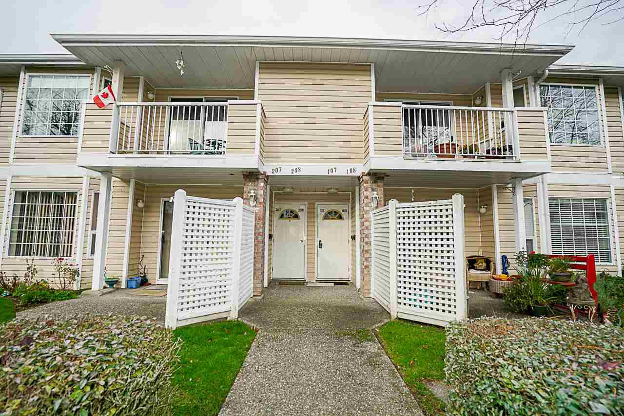 "Photo 2: Photos: 107 5641 201 Street in Langley: Langley City Townhouse for sale in ""Huntington"" : MLS®# R2222255"