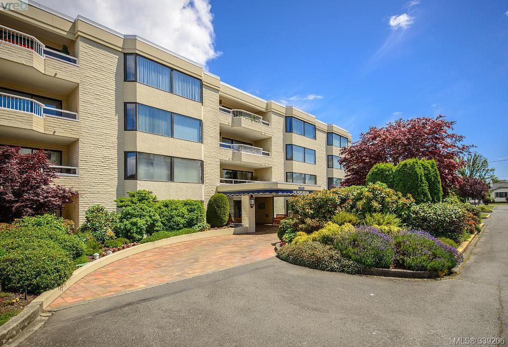 Main Photo: 205 1370 Beach Dr in VICTORIA: OB South Oak Bay Condo Apartment for sale (Oak Bay)  : MLS®# 675292