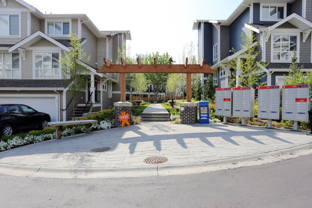 """Photo 34: Photos: 44 7059 210 Street in Langley: Willoughby Heights Townhouse for sale in """"Alder"""" : MLS®# R2263241"""
