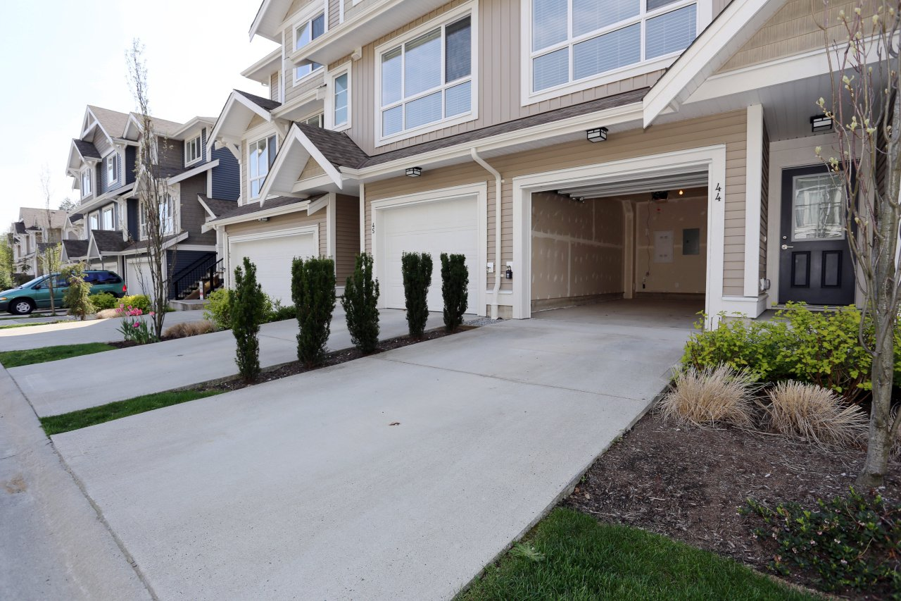 """Photo 5: Photos: 44 7059 210 Street in Langley: Willoughby Heights Townhouse for sale in """"Alder"""" : MLS®# R2263241"""