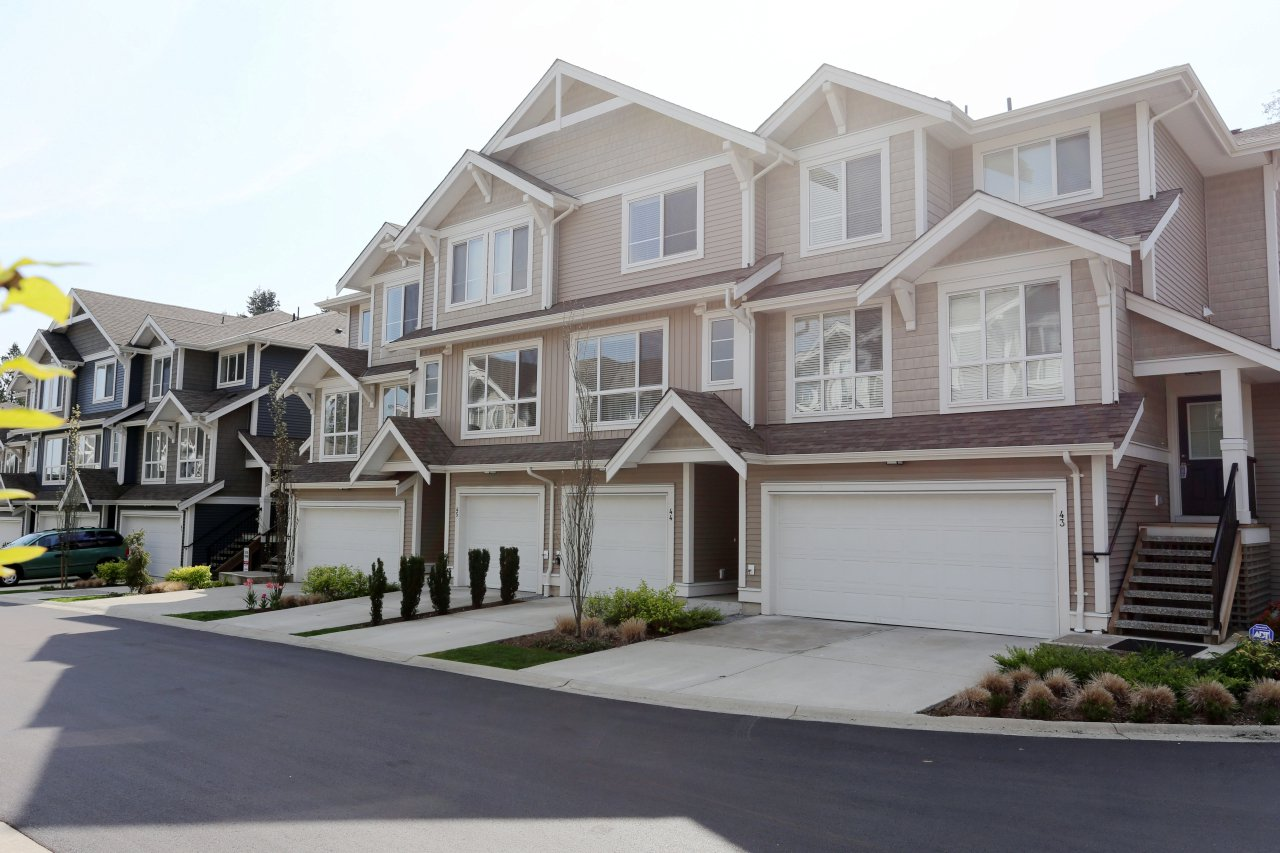 """Photo 2: Photos: 44 7059 210 Street in Langley: Willoughby Heights Townhouse for sale in """"Alder"""" : MLS®# R2263241"""