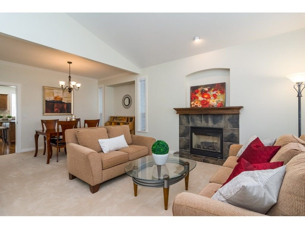 """Photo 4: Photos: 7370 201 Street in Langley: Willoughby Heights House for sale in """"JERICHO RIDGE"""" : MLS®# R2271038"""