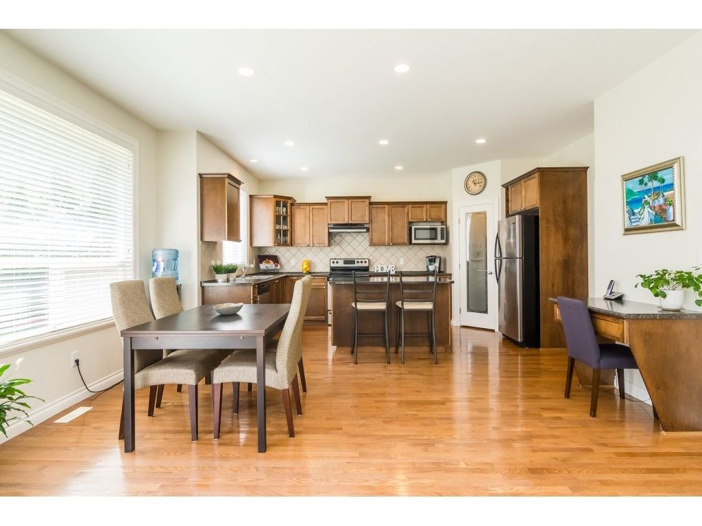 """Photo 6: Photos: 7370 201 Street in Langley: Willoughby Heights House for sale in """"JERICHO RIDGE"""" : MLS®# R2271038"""