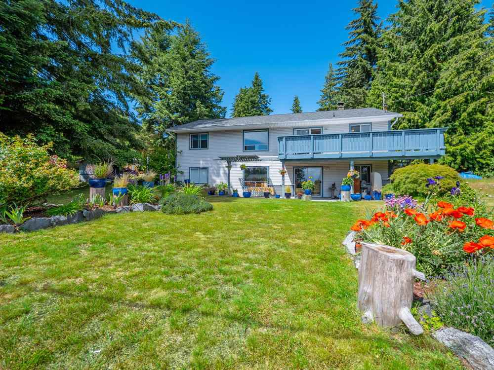 Main Photo: 5558 WAKEFIELD Road in Sechelt: Sechelt District House for sale (Sunshine Coast)  : MLS®# R2272815