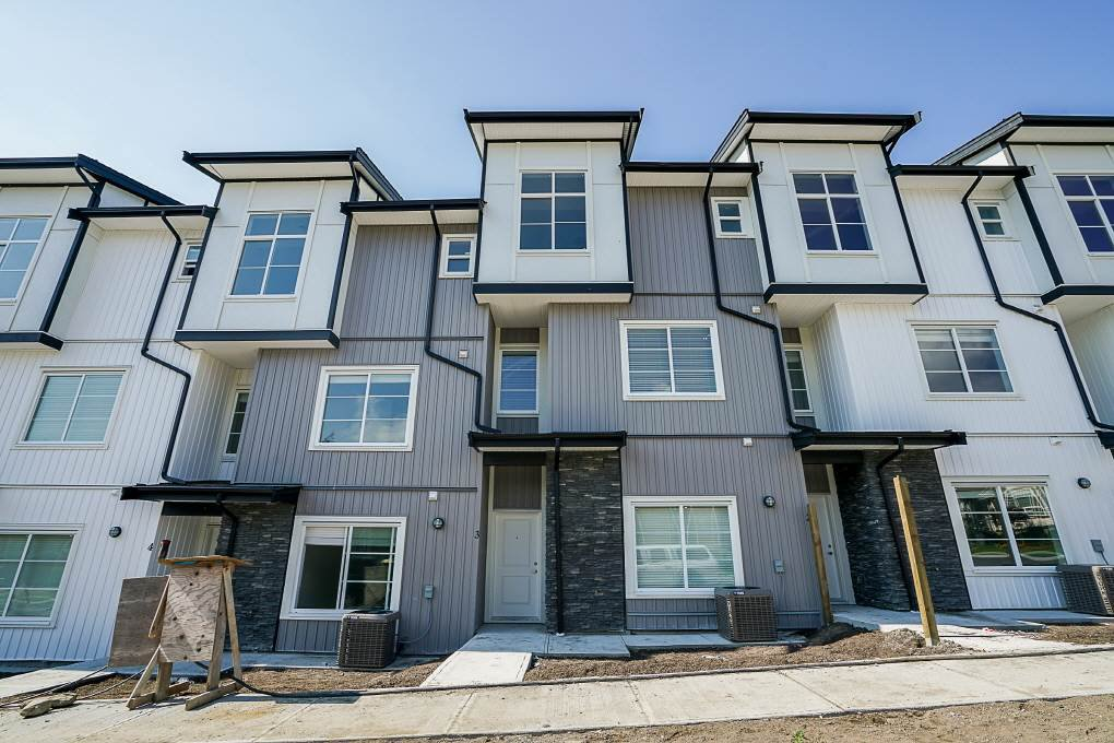 Main Photo: 72 5867 129 Street in Surrey: Panorama Ridge Townhouse for sale : MLS®# R2344179