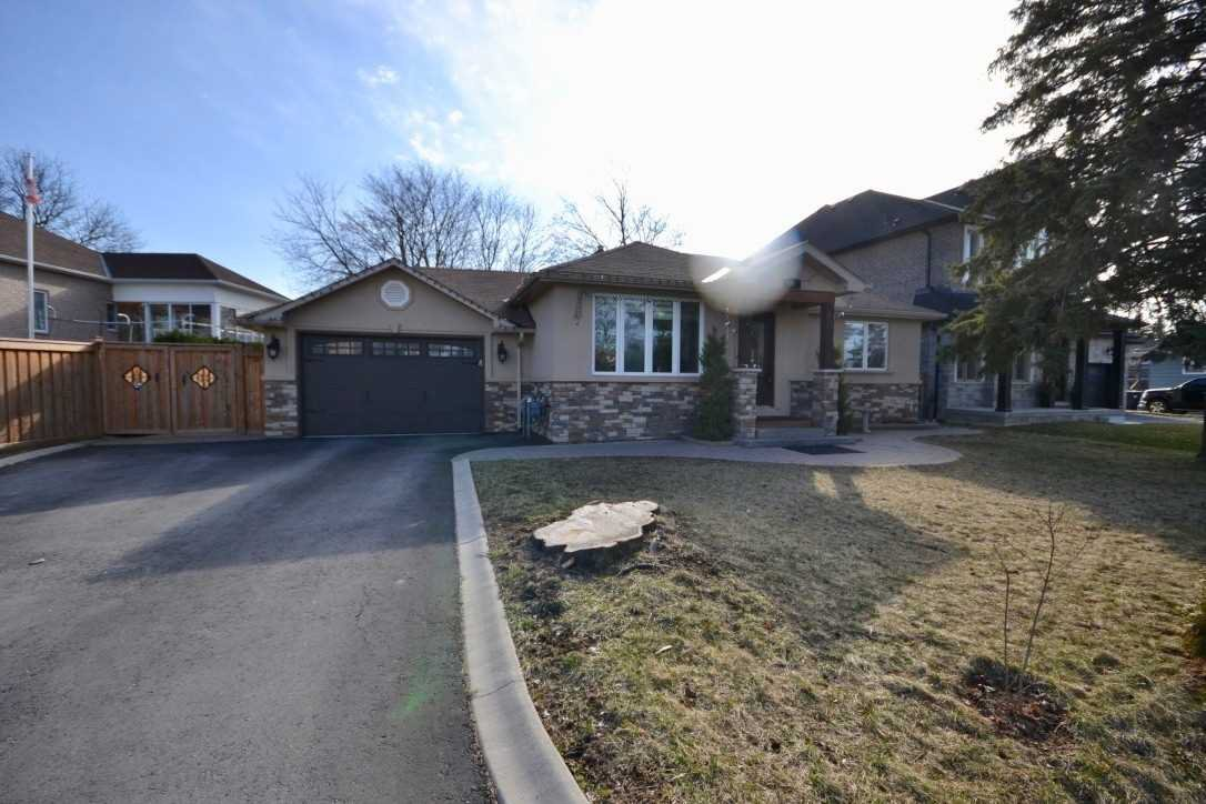 Main Photo: 242 Oak Street in Caledon: Bolton West House (Bungalow) for sale : MLS®# W4472334