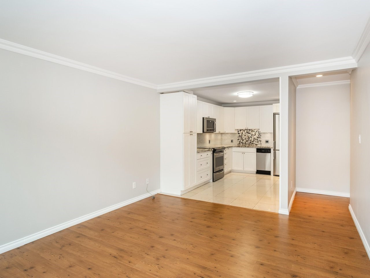 "Photo 5: Photos: 113 8680 FREMLIN Street in Vancouver: Marpole Condo for sale in ""COLONIAL ARMS"" (Vancouver West)  : MLS®# R2416429"