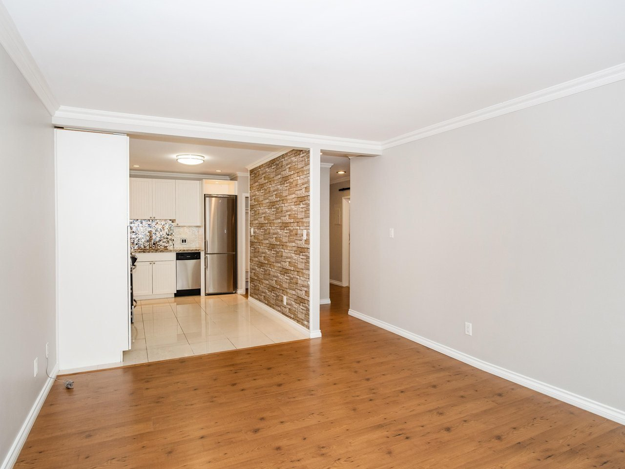 "Photo 4: Photos: 113 8680 FREMLIN Street in Vancouver: Marpole Condo for sale in ""COLONIAL ARMS"" (Vancouver West)  : MLS®# R2416429"