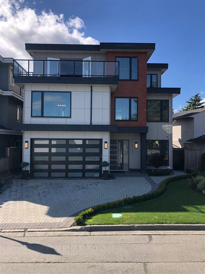Great street appeal for this stunning LUC home. Lots of windows showers the house with natural light. Open concept living with a very home feel.